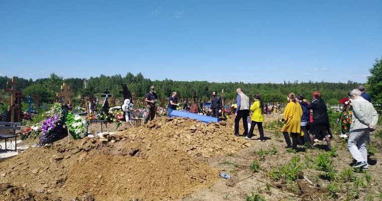 Екатеринбург похоронили застреленного Росгвардией уральца