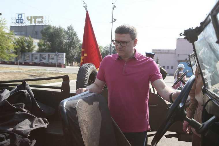 Губернатор Текслер проехал по Челябинску на танке. ФОТО
