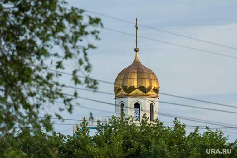 Кавказцы помыли ноги святой водой в православном храме