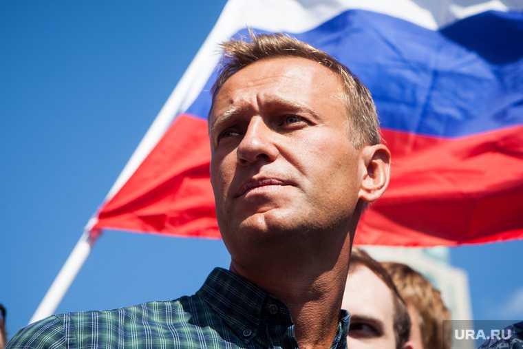 Стали известны подробности о покинувшей рф спутнице навального