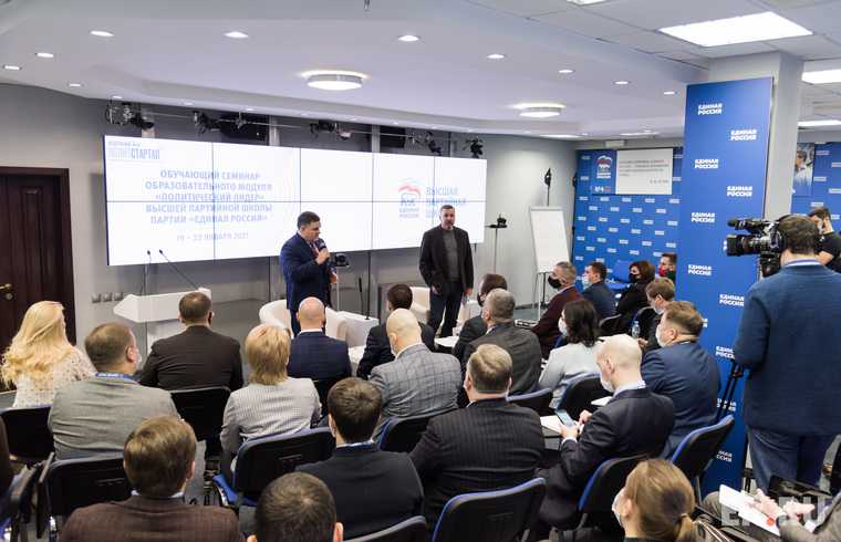«Единая Россия» начала готовить политиков для обновления Госдумы