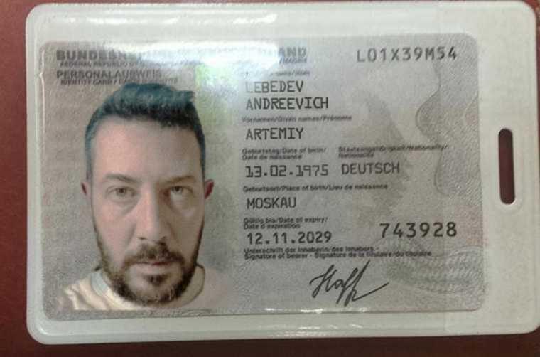 Поперечный посмеялся над Лебедевым из-за гражданства Навальной. «Зафотошопил свой документ»