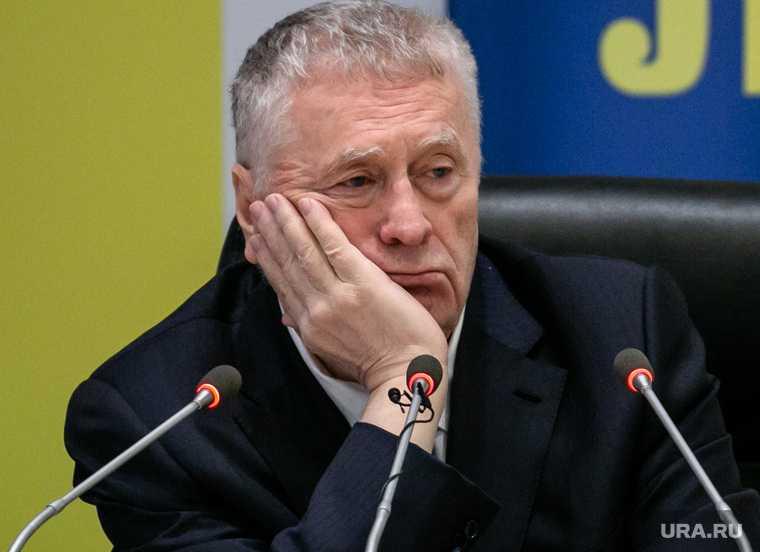 Жириновский за что явлинский выгнал навального из яблока