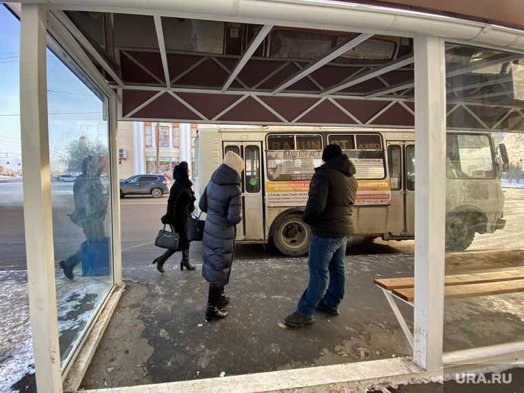 Автобусная остановка на улице Куйбышева. Курган