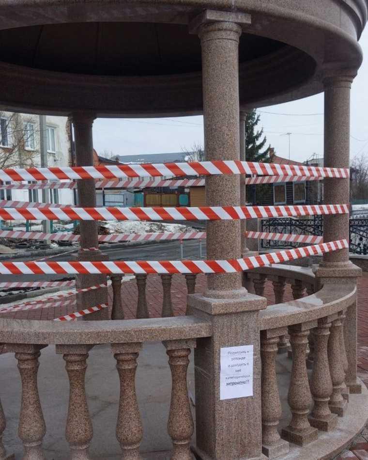 Новую набережную в Шадринске частично закрыли из-за разрушений. Фото