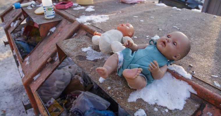 выбросил младенца в окно Байкалово Свердловская область