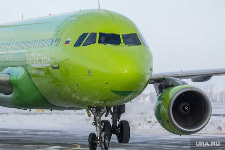 Челябинск аэропорт рейс Москва 24 марта Россия Суперджет шасси поломка отмена рейса