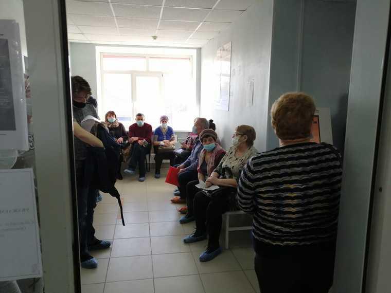 В тюменской поликлинике обнаружены огромные очереди. Фото