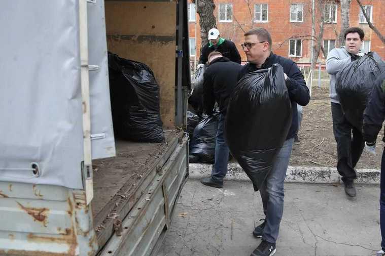 Челябинский губернатор вышел на субботник. Фото