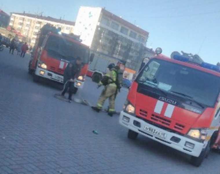 Из курганского торгового центра эвакуировали 300 человек. Фото