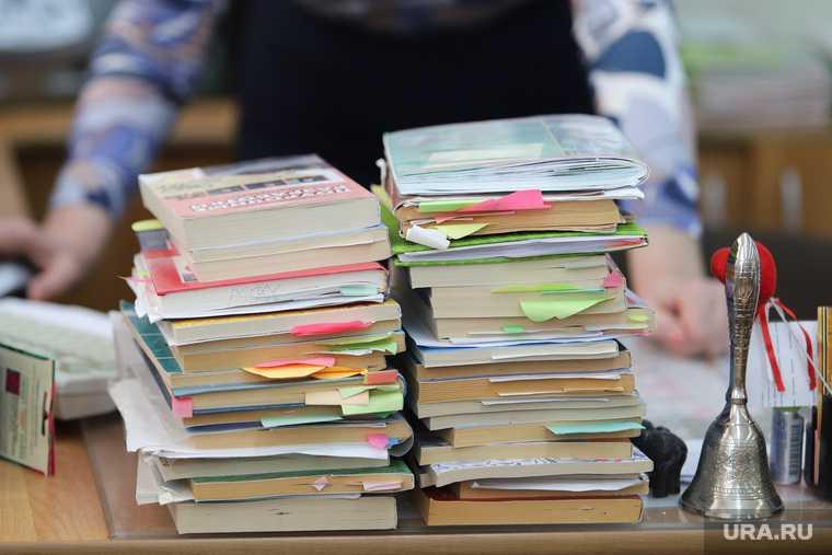 новости хмао домашнее задание гора учебников родители бесятся зляться ругаются на администрацию школы слишком много задают дети не справляются нарушают права