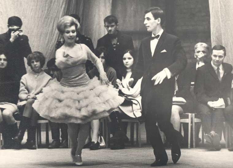 Как в Свердловске отстояли право танцевать в коротких платьях. Фото