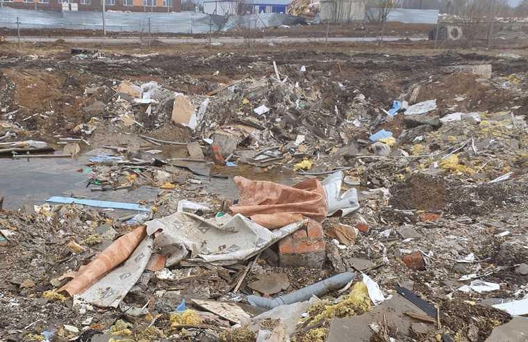 В Перми после сноса ядовитых домов осталась стихийная свалка. Фото