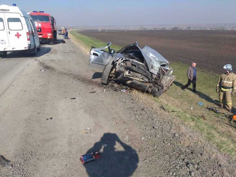 В Тюменской области перекрыли трассу из-за смертельного ДТП. Фото