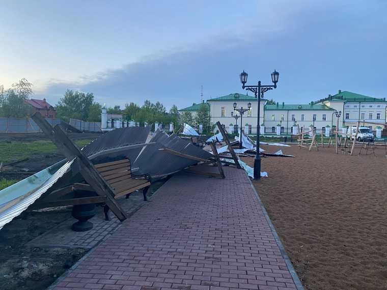 В Тюменской области разрушения из-за урагана. Фото, видео