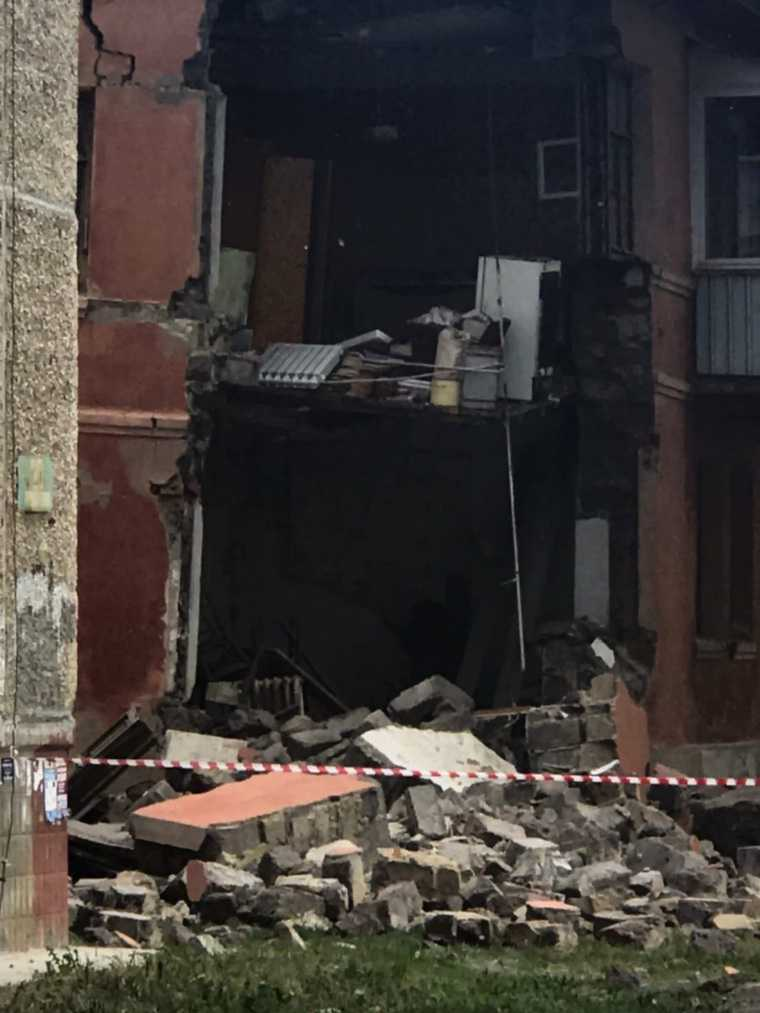 В Челябинске обрушилась часть жилого дома. Фото